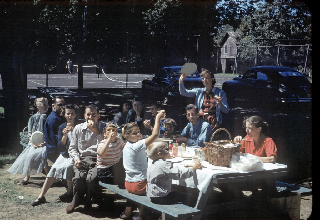 1950_extended_family_at_boro_park0086_sm-jpg