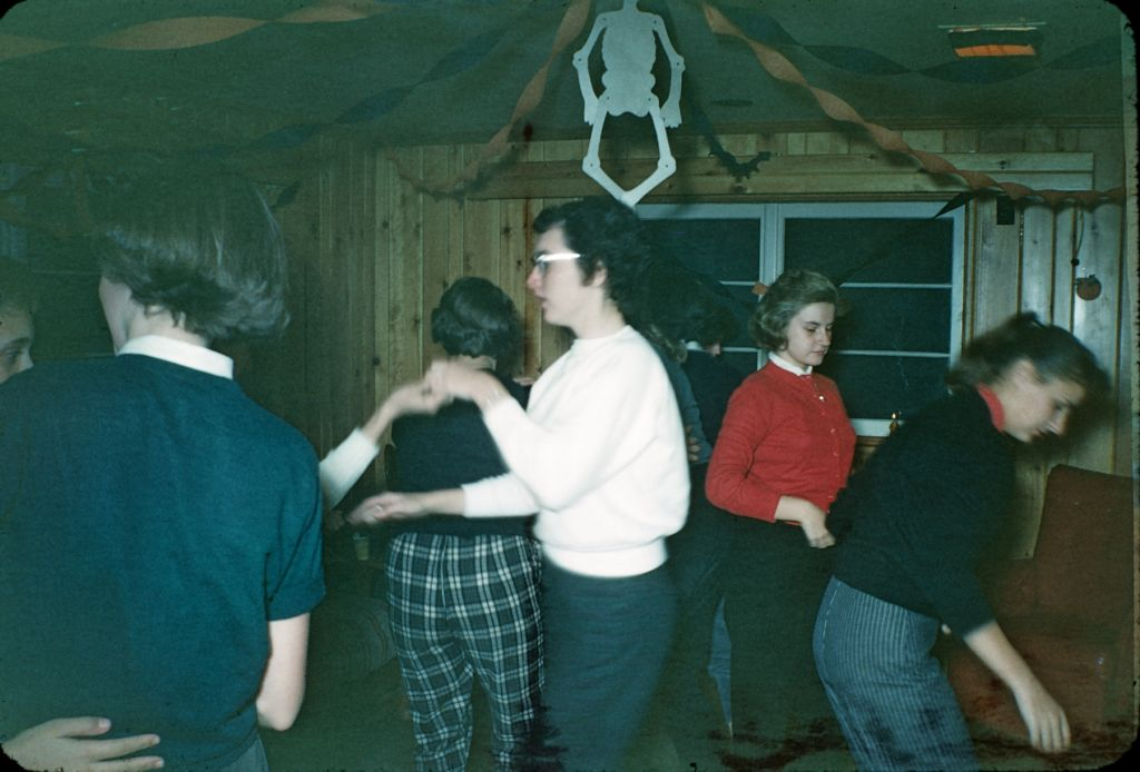 1950s_girls_party_at_belva_rymon_home0242_sm-jpg