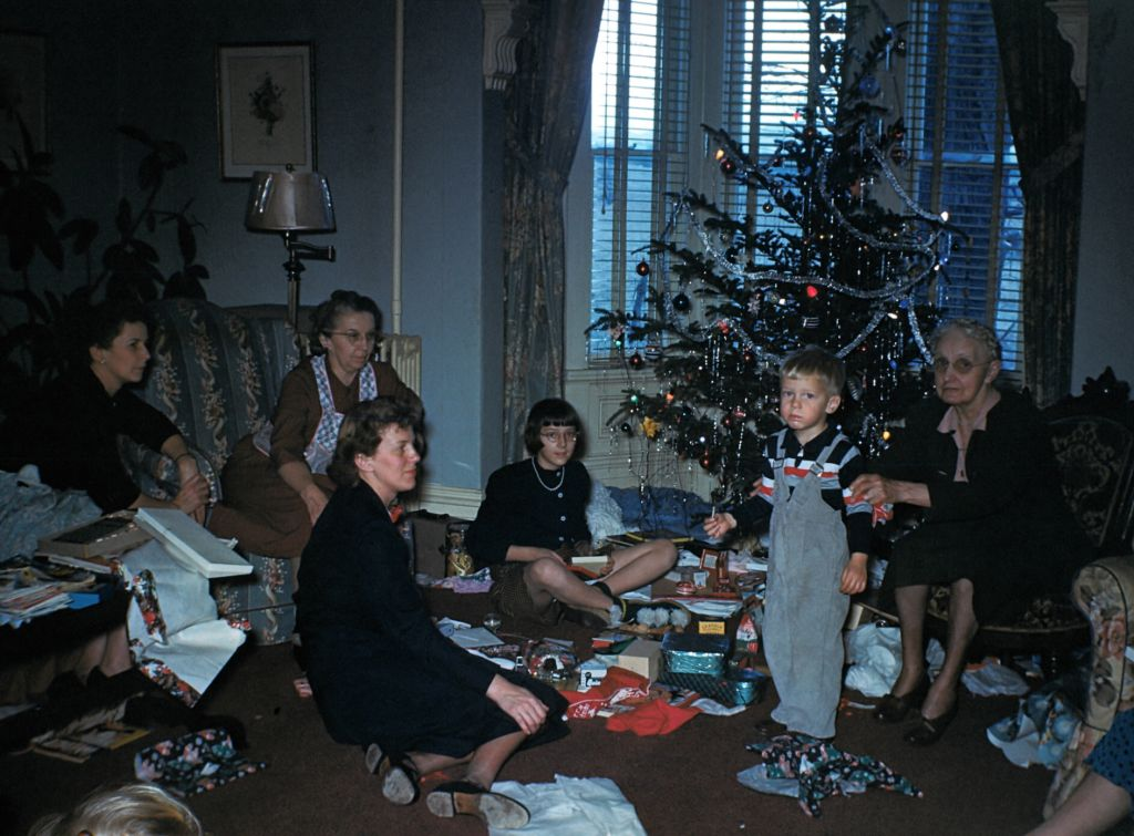 1954_around_the_tree0027_sm-jpg