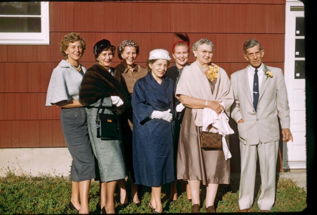 1958_geiger_girls_and_their_parents0278_sm-jpg